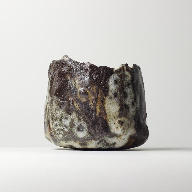 Bol chawan #5, émaux de grès et de cendres grès noir | ø 9.5cm x h 8cm pièce signée 260€