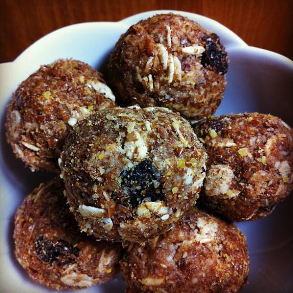 Organic Raw Vegan Oatmeal Cookies