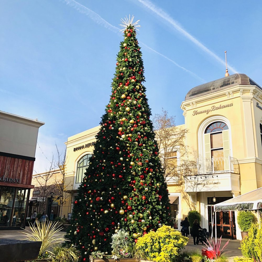 Outdoor Mall Christmas Tree