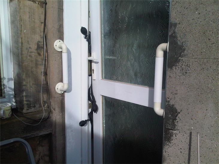 Opening a jammed UPVC Door by Clyde Glasgow Locksmiths