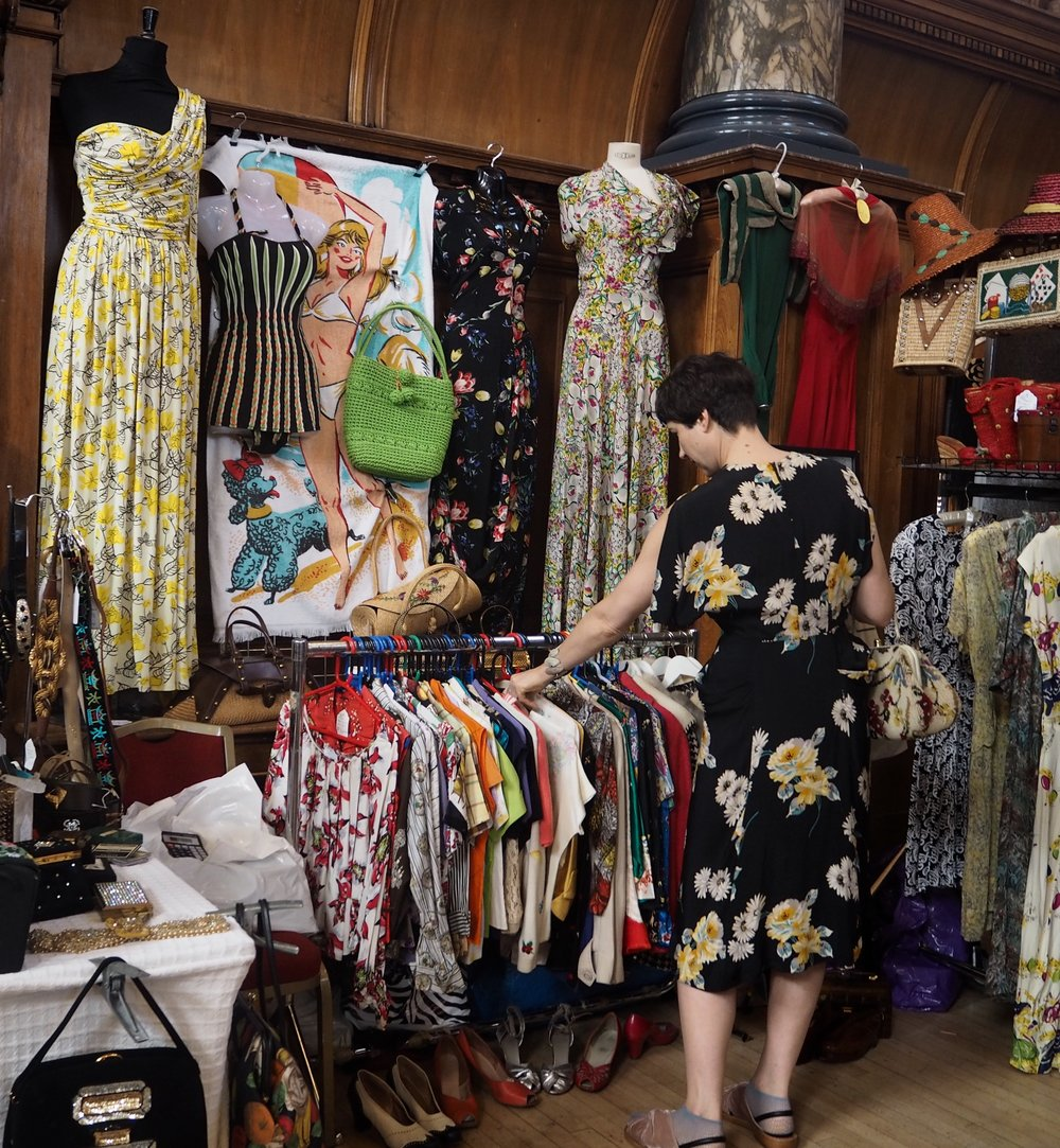 Summery prints and midcentury pieces from @Bimptulipvintage