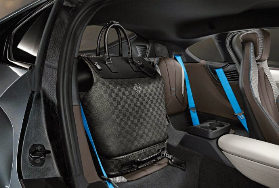 bmw-i8-interior-louis-vuitton-luggage.jpg