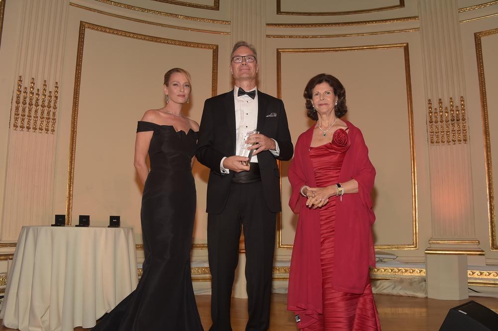 HM Queen Silvia (R), Lars Petersson (C), Uma Thurman (L)
