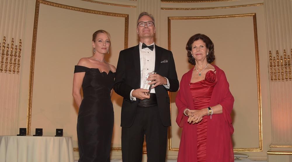 HM Queen Silvia (R), Lars Petersson (C), Uma Thruman (L)