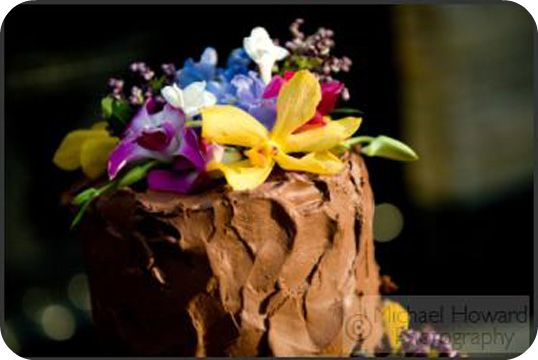 chocolate brides cake with flowers