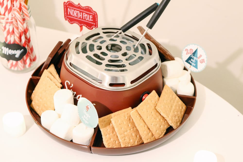 Electronic S'mores maker  by Nostalgia Electronic