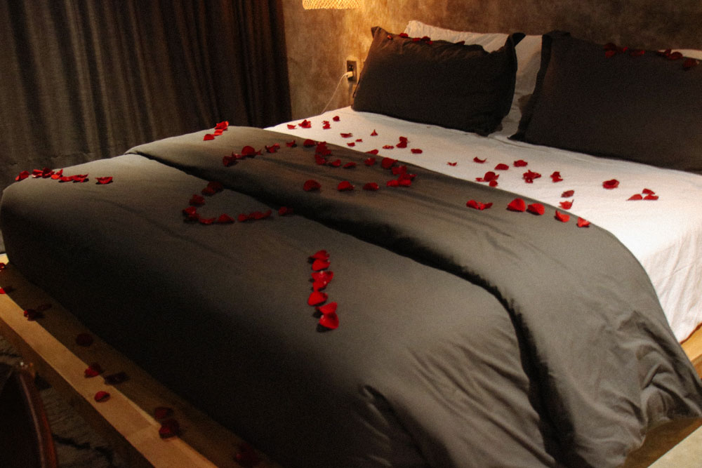 When we came back to our room, there was a surprise from the Hotel with rose petals all over our room and BIG HEART drawn on the bed! They were kind enough to do such a even for us reminding us this is our Honeymoon :)