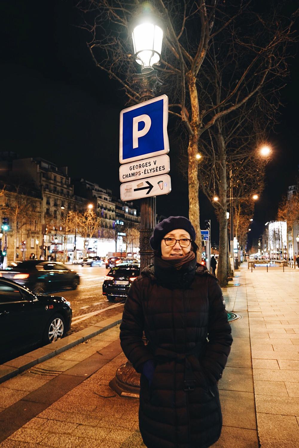 Mom on Avenue des Champs-Élysées