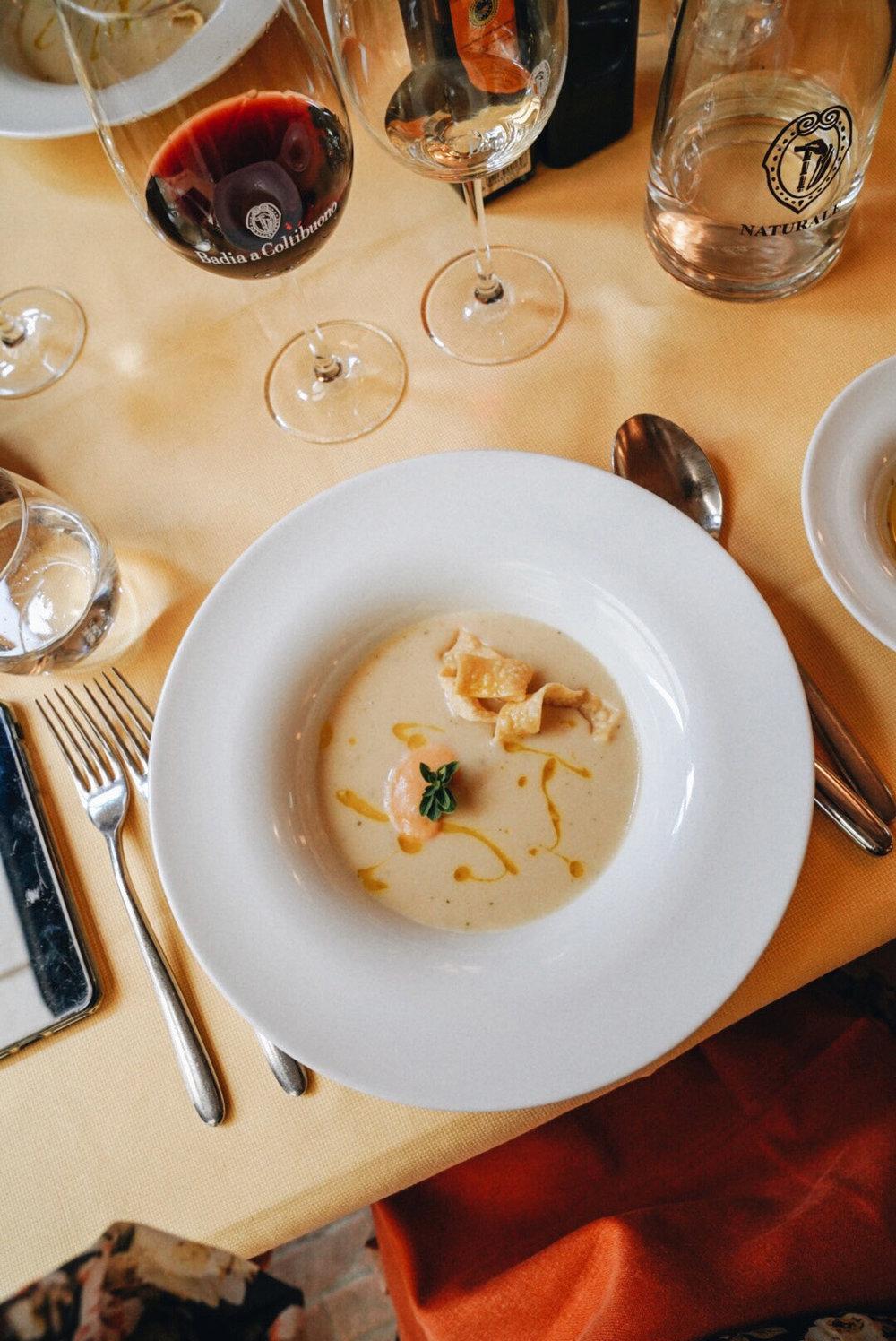 Vellutata di fagioli con maitagliati fritti croccanti e salsa delicara all'aglio,  White bean veloute soup with homemade crispy pasta and a delicate garlic sauce.