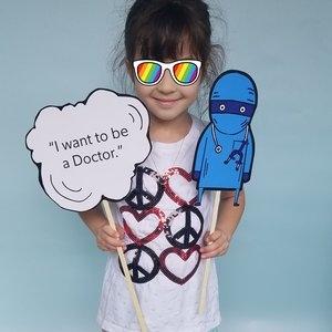 u-fund-dreams-tour-doctor-props.jpg