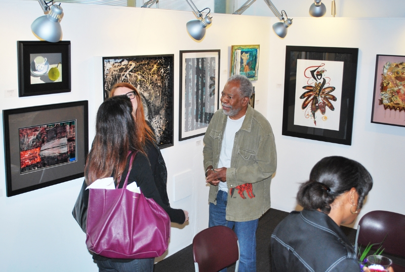 Artist Earnest Thomas with Gallery Onyx visitors. Credit: Jay Taylor Photography