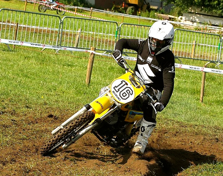 Geert racing his Suzuki RM125