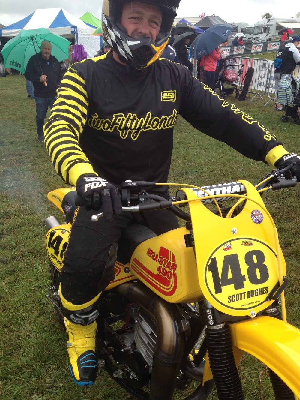Scott Hughes looking sharp in his new 250 kit!