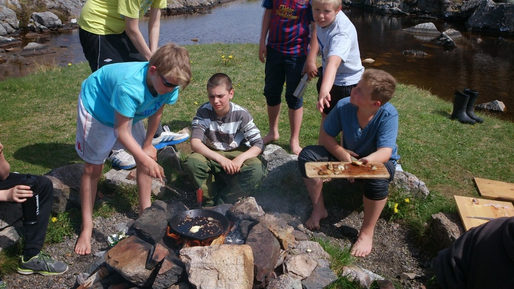 6th grade, coast near Bergen (cooking the fish they caught)