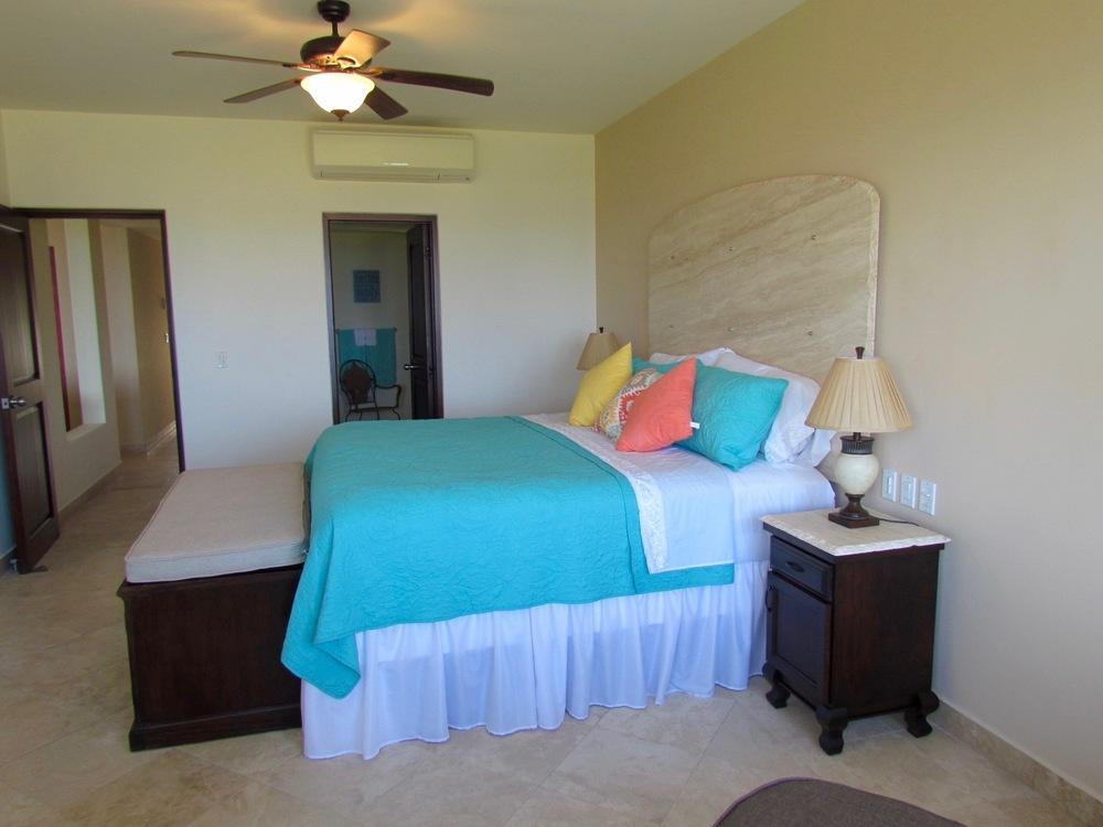 Large Master Bedroom with En Suite Bath