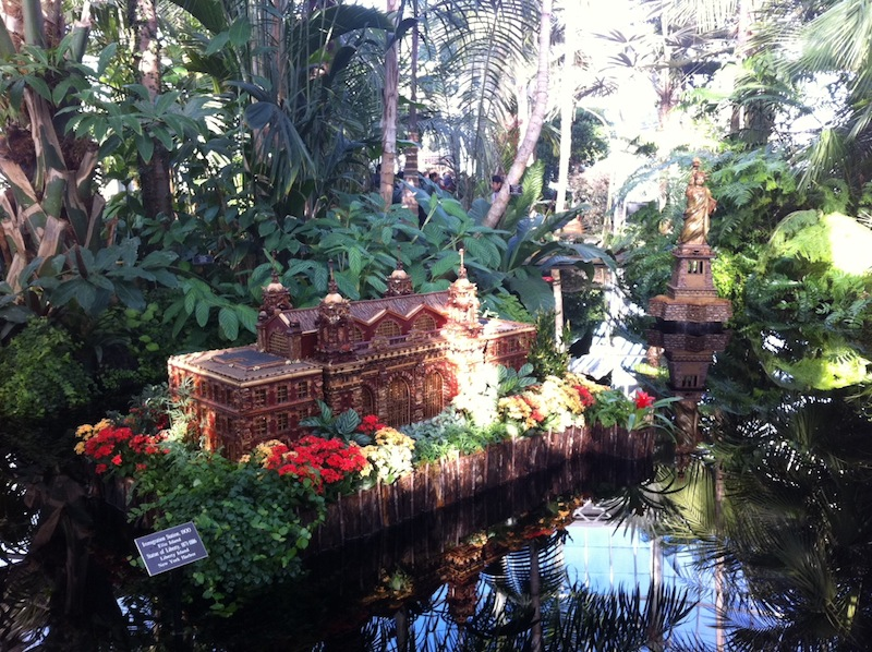 Go Christmas In Nyc Holiday Train Show At The New York Botanical Garden In The Bronx Annie