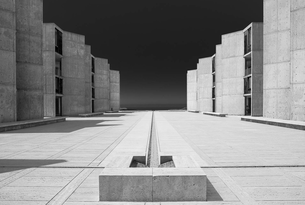 louis kahn and the salk institute Louis kahn's salk institute among the more important of kahn's early collaborations was one with george howe  [10] kahn worked with howe in the late 1930s on projects for the philadelphia housing authority and again in 1940, along with german-born architect oscar stonorov , for the design of housing developments in other parts of pennsylvania.