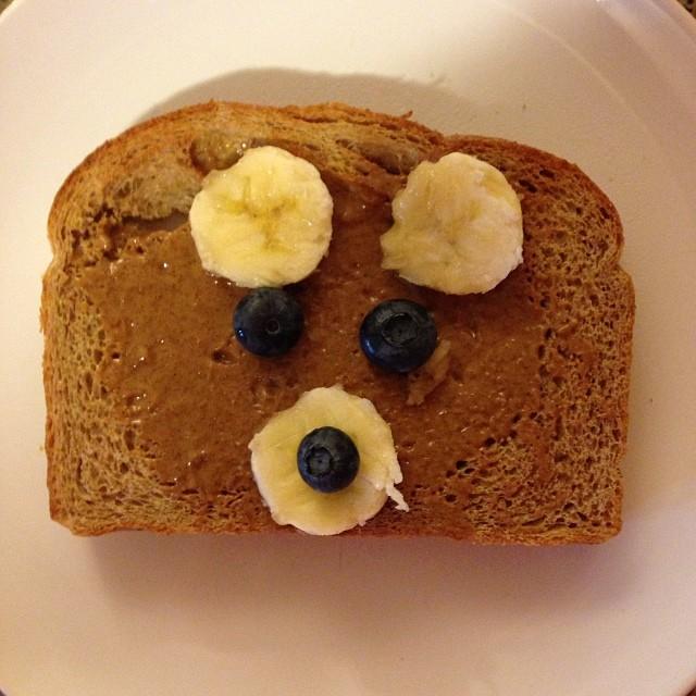 Teddy bear toast for breakfast. Happy Sunday and happy family day!