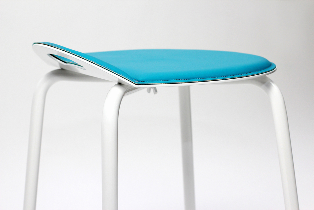 The circular seat profile is 'bent' to form a modest backrest (shown with magnetic seat cover).