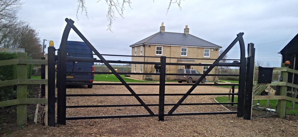 Add additional design detailto the gate with the raised stile design.