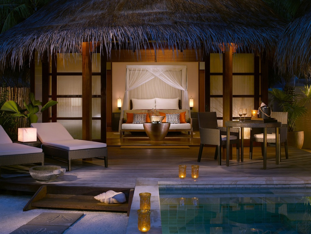 four seasons kuda huraa - maldives - 2007    At the Four Seasons Resort Maldives there are 96 tropical inspired rooms, comprising of both beach front and over-water bungalows with floor to ceiling views.   Spanning over 48,500 square metres, and over two private islands, the resort includes dining rooms, recreational areas, meeting rooms and spa facilities.