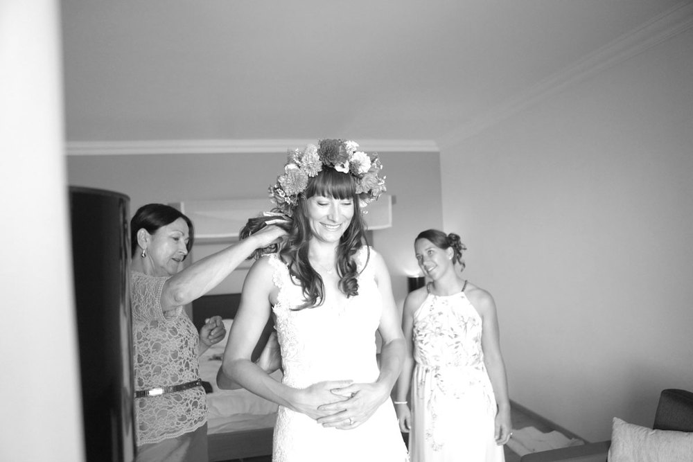 JE_GettingReady_GetDressed8602bw.jpg