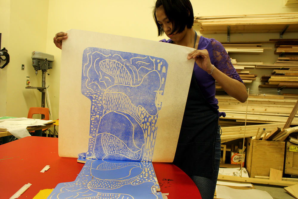 Susie pulling off the first layer of her reductive woodblock print, she used a found piece of wood which gave an unusual shape to her piece