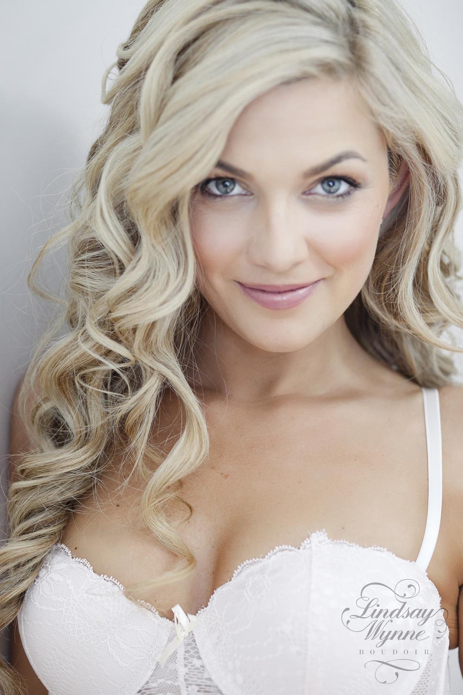 Lindsay Wynne Boudoir-Miss H_0112logo.jpg