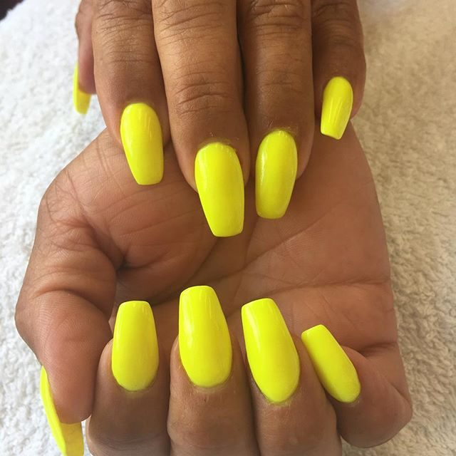 SNS dipping Power  Healthier for your nails  Added vitamins & Calcium A,E,D3,B5 No liquids or UV light needed  Looks and feels natural  No damage to nails bed  @prettynailskt  Kingston Upon Thames # Surrey # ❤️👍