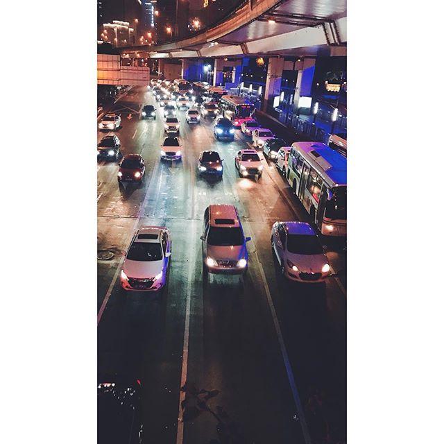 延安。  #vscocam #zaishanghai #Shanghai #china #streetphotography #photographyofchina #mobilephotography #mpnselects #fotomobile #fotoguerilla #dazedandexposed #streettogs #iphonography #shotoniphone7plus #iphone7plus #上海 #中国 #在路上 #手机照片