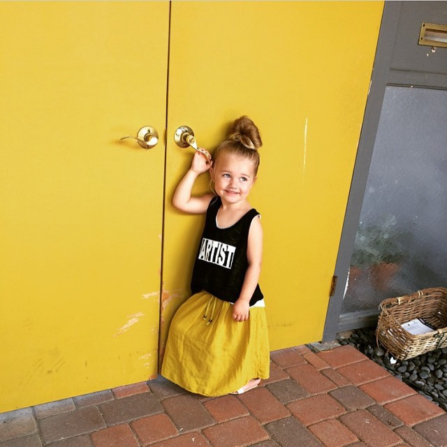 I love @heatherld22 little one in our Artist tank with a maxi. Such a sweet little summer look!  And those yellow doors 😍