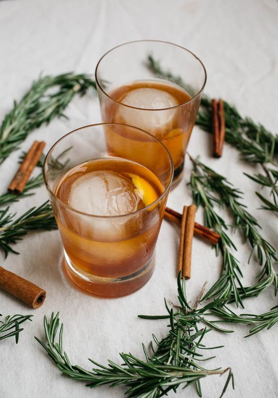 Cinnamon Rosemary Old Fashioned - A modern day twist on a classic, this seasonal favourite becomes instantly memorable thanks to a burst of holiday flavour. Rosemary provides an added woody aroma and distinctively sharp taste.Ingredients1 Orange peel6 sprigs Rosemary1 RosemaryCondiments4 tsp Cinnamon rosemary simple syrup1/2 cup HoneyBaking & Spices3 Cinnamon sticks