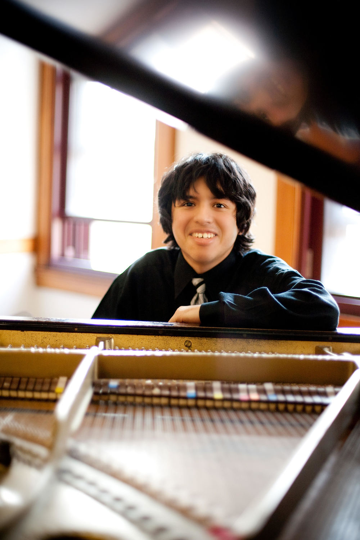 Luis Ortiz - Piano