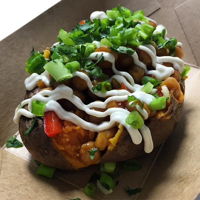 Kung Pao Chickpea Sweet Potato returns to the menu tonight (while supplies last). See you at @alliancebrewing at 6pm (1130 Sevier Ave.) #healthyhappyknoxville #planttastic #brew