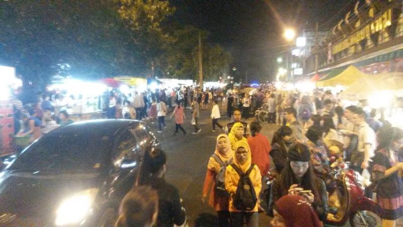 Nachtmarkt, sehr viel los
