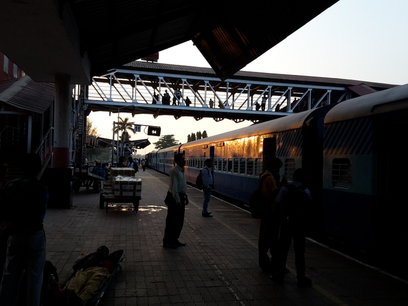 Am Bahnhof kurz vor Abfahrt