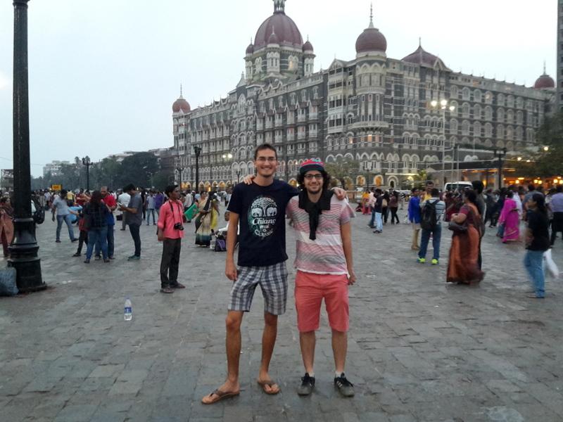im Hintergrund das Taj Mahal Hotel - hier war vor einigen Jahren ein Terroranschlag...
