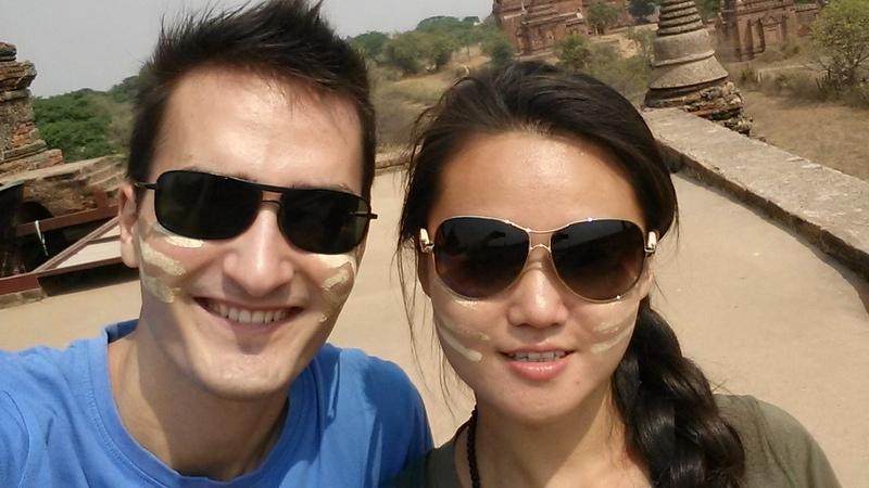 untrwegs mit landestypischem Gesichtszeug -die Burmesen waren ziemlich begeistert davon, dass wir das aufgetragen haben :D
