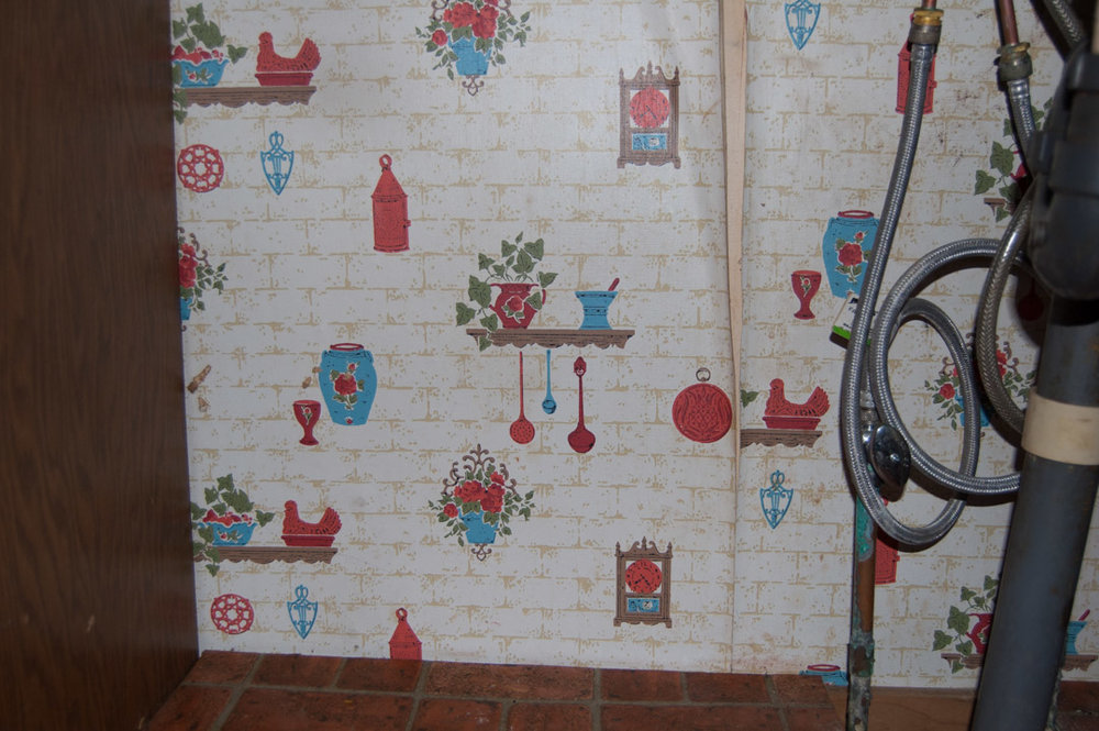 kitchen wall paper 1.jpg