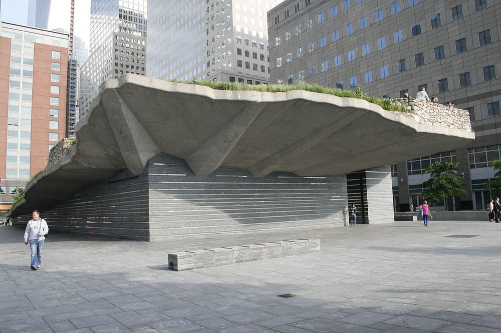 1280px-Irish_Hunger_Memorial_in_its_context..JPG