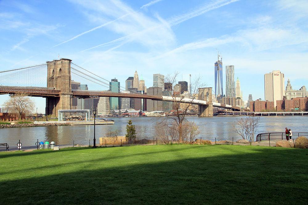 1280px-USA-NYC-Brooklyn_Bridge_Park.jpg