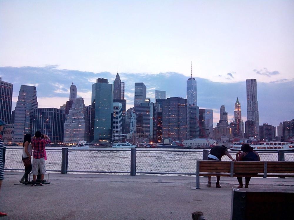 Manhattan_Skyline_from_Brooklyn_Bridge_Park.jpg