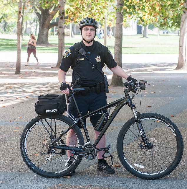 STAR // Gustavo Vasquez   Sonoma State University Police Officer Eric Wilde talks to students about the implementation of the new bicycle patrol program.