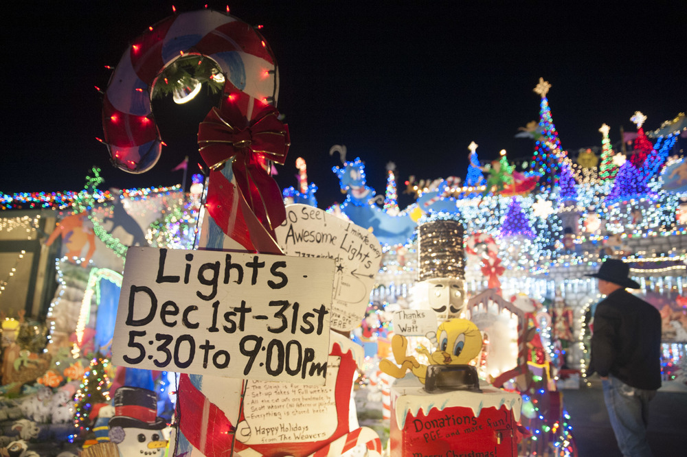 STAR // Connor Gibson For 20 years now, Weaver's Winter Wonderland, located on Cielo Circle, attracts all holiday lovers with their family-orientated, festive Christmas lighting traditions.