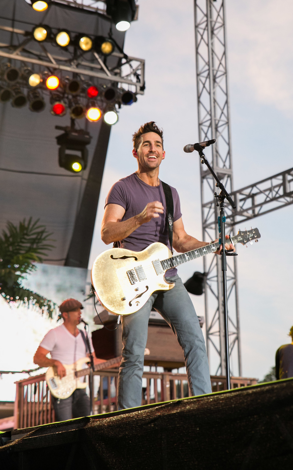 Headliner, Jake Owen, delights the crowd with his performance.