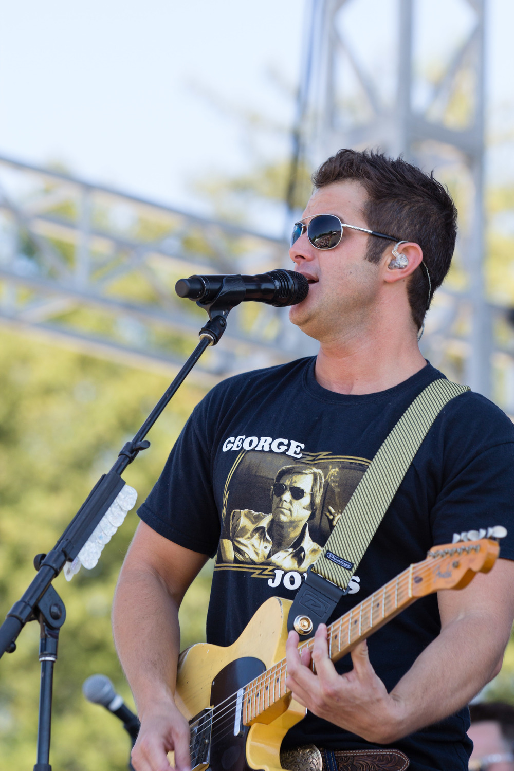 Easton Corbin performs at Country Summer.