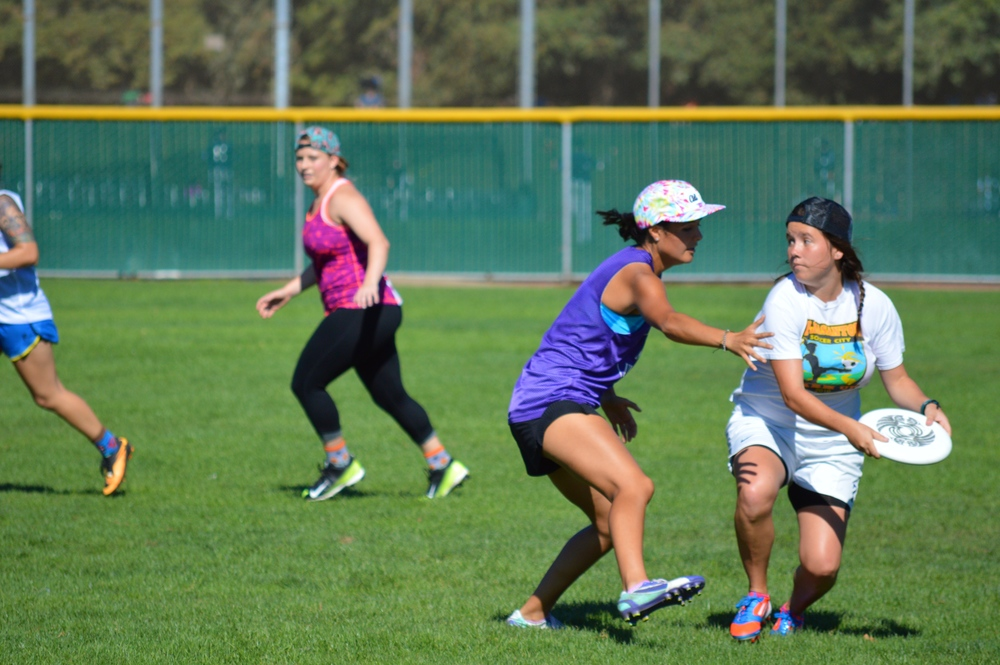 STAR//MEGAN CORCORAN  On Saturday afternoon, men and women from theUltimate Frisbee teams scrimmage.