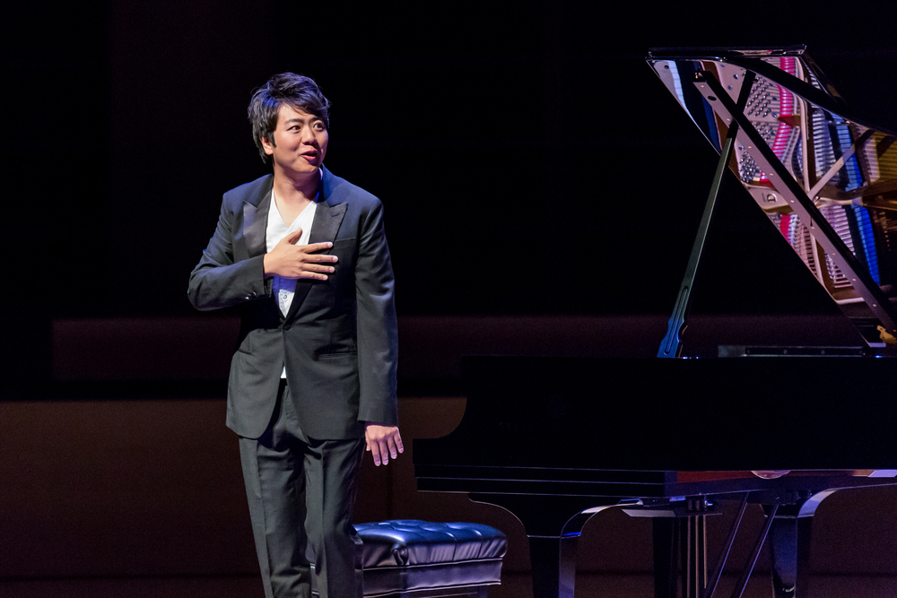 Pianist Lang Lang thanks the crowd at Weill Hall.