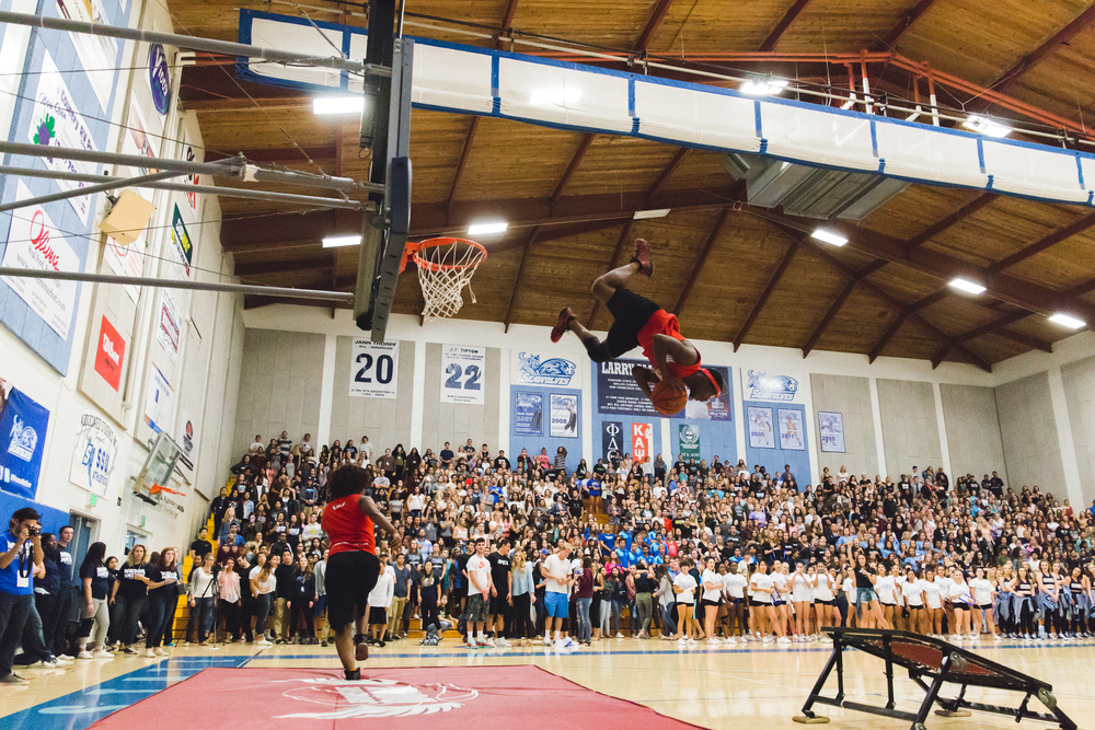 Midnite Madness featured several preformers, including professional Showtime Dunk Team, who dazzled the crowd with an array of slam dunks using trampolines to gain excitement for the upcoming basketball season.