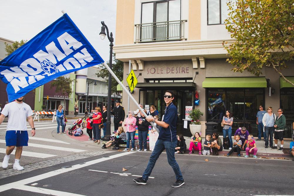 petaluma-veterans-day-parade---brennan-chin_30883216451_o.jpg